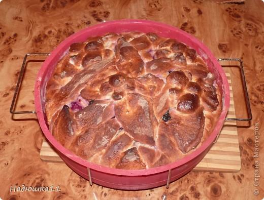Здравствуйте, мастера и мастерицы! Приглашаю вас на чай! Сегодня у меня пирог с вареньем (у меня из жимолости)  фото 3