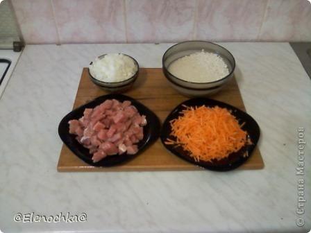 Для приготовления  понадобится:  мясо - 500 гр рис - 300 гр морковь лук  чеснок растительное масло соль, черный молотый перец  фото 2