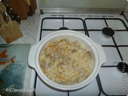 Для приготовления  понадобится:  мясо - 500 гр рис - 300 гр морковь лук  чеснок растительное масло соль, черный молотый перец  фото 8
