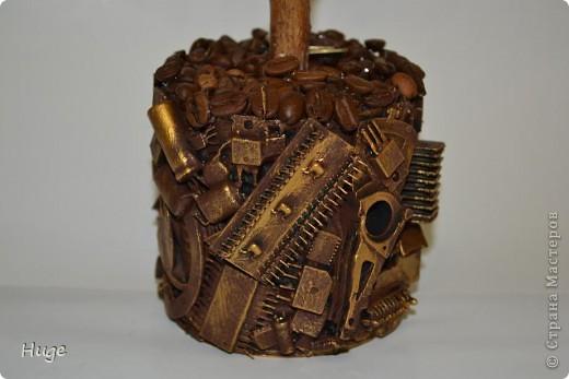 """Деревце сделано на одном дыхании в подарок человеку, профессиональная деятельность которого напрямую связана с компьютерными комплектующими. Отсюда тематика """"вазона"""". фото 2"""