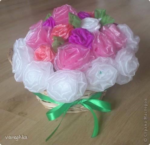 корзинка с розами из лент(душистая) фото 5