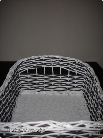 Всем добрый день! Сплела вот такую коробочку себе в стол на открытую полку фото 6