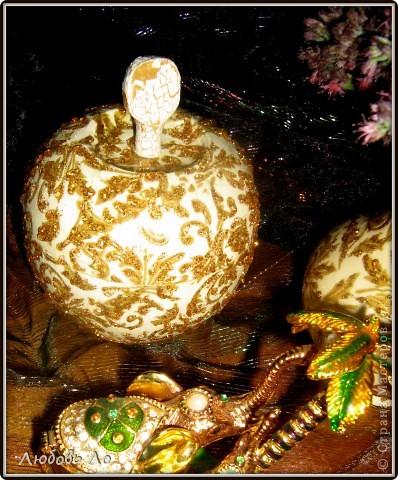 """Представляю вашему вниманию очередные мои работы. Это вазочка керамическая и деревянное яблоко. Оформлены в одном стиле. Назовем его """"Золотая парча"""". фото 5"""