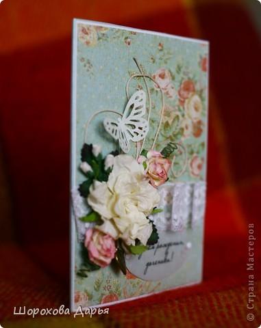 Всем добрый день, выкладываю очередную свою работу, делалась на заказ на день рождения взрослой дочери. Материалы: картон, бумага для черчения, скрап бумага, вощеный шнур, цветочки, листики, подвеска, калька, брадс, бабочка фото 5