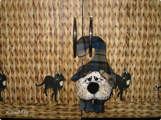 Покажу я вам парочку собачек, которые очень просто шьются. В принципе, даже и выкройка для них не нужна... Просто нарисовать на ткани и вырезать Это цветочная пёса - Ромашка фото 7