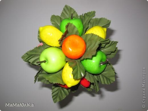 Дорогие друзья, рада приветствовать вас! Сегодня фруктовый топиарий. Сделала его в подарок маме на новоселье. Надеюсь, что он ей понравится и будет ярким акцентом на ее новой кухне.  фото 10