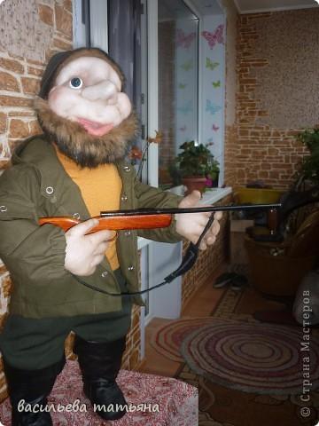 Охотник Михеич готовится к сезону охоты.Ружьишко новое прикупил. фото 4
