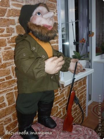 Охотник Михеич готовится к сезону охоты.Ружьишко новое прикупил. фото 5