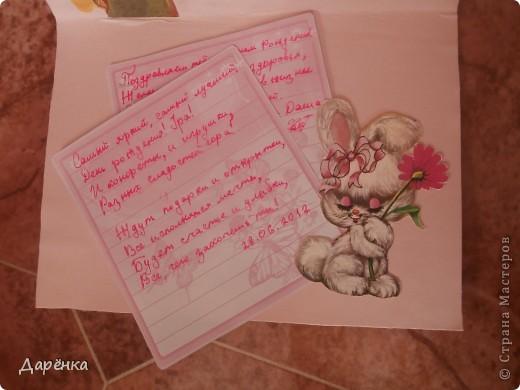 У бабушки мы были вместе с моей двоюродной сестрой Настей Сидоровской. Решили мы с ней сделать открытку для нашей подружки в СМ Танечки-2002. Но никаких специальных материалов в деревне нет, поэтому открытка получилась из того, что нашли. Фон - хозяйственная салфетка, маки  из салфетки, вырезанные картинки и надпись из старых открыток. Поздравление написано на листочках из моей записной книжки. фото 3