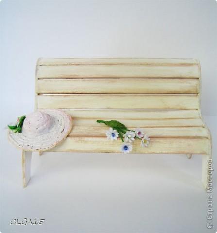 Миниатюрная скамеечка из пивного картона. Высота 8 см., длинна 12 см. фото 12