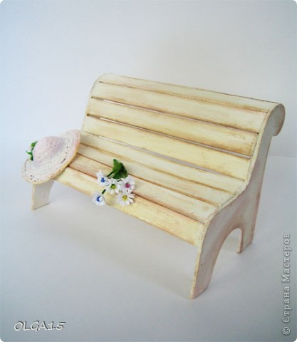 Миниатюрная скамеечка из пивного картона. Высота 8 см., длинна 12 см. фото 13