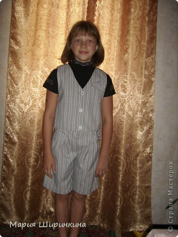 Еще костюм - юбка-брюки и жилет - племяннице к школе. В качестве подклада, на спинке жилета и у карманов юбки блузочный блестящий шелк. фото 2