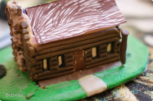 Этот домик я слепила оооочень давно, лет пять назад. Второй домик развалился и Саша решил его реставрировать. фото 8