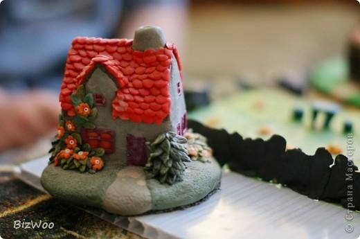 Этот домик я слепила оооочень давно, лет пять назад. Второй домик развалился и Саша решил его реставрировать. фото 7