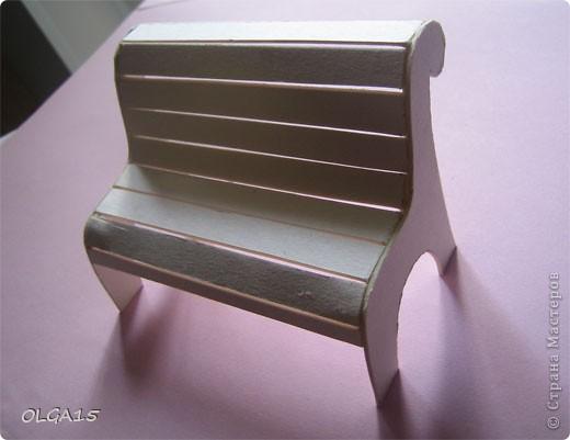 Миниатюрная скамеечка из пивного картона. Высота 8 см., длинна 12 см. фото 4