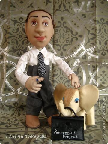 бизнесмен,коллекционирующий слоников фото 1