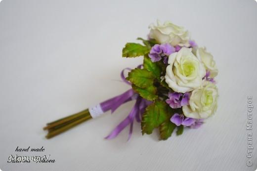Букет с розами и гортензией для невесты, которая очень любит сиреневый цвет фото 3
