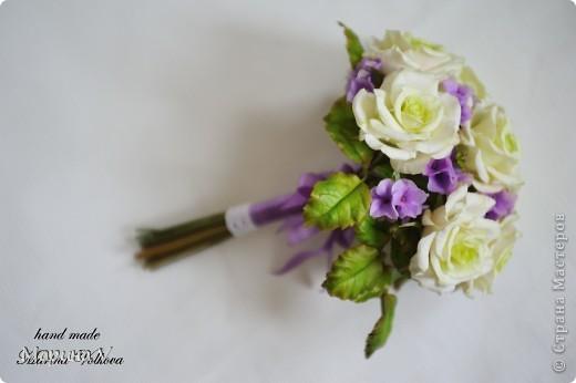 Букет с розами и гортензией для невесты, которая очень любит сиреневый цвет фото 1
