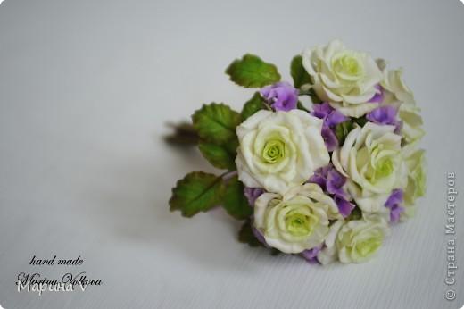 Букет с розами и гортензией для невесты, которая очень любит сиреневый цвет фото 2