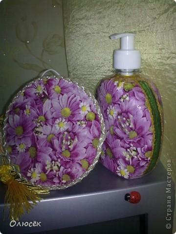 Подарки от всего сердца для родных и близких :) Сделано с любовью...  Комплектик: баночка с жидким мылом и картинка-панношка на CD. У баночки по бокам оставлены незакрашенные полосы, чтобы знать уровень мыла. фото 1