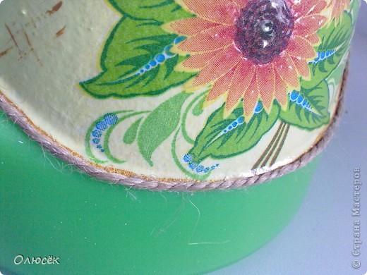 Леечка для любимой свекрови :) Цветов у нее дома много, значит подарок мой в хозяйстве пригодится! Это один бочок... фото 6