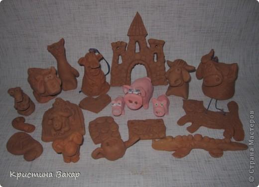 Моя сестра Ульяна ходит на кружок по керамике. Вот некоторые её работы. Не судите строго, ей всего 9 лет))))) фото 1