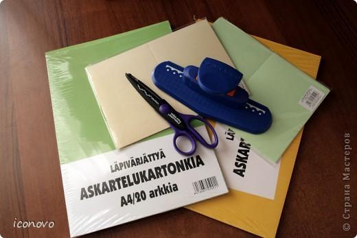 Бумагу разных цветов, заготовки для открыток зелёненькие и перламутровые, фигурные ножницы, и дырокол для края-всё купила в Финляндии. Там, мне показалось, это стоит значительно дешевле. Дырокол, например обошёлся в 320рублей. фото 1