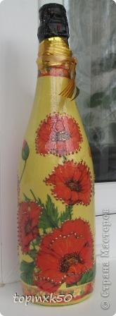Уважаемые мастерицы, покажу свои последние летние работы. Моя любимая бутылочка, подаренная подруге на день рождения. Так понравилась эта салфетка с цветами. Цветы украсила блёстками. фото 3