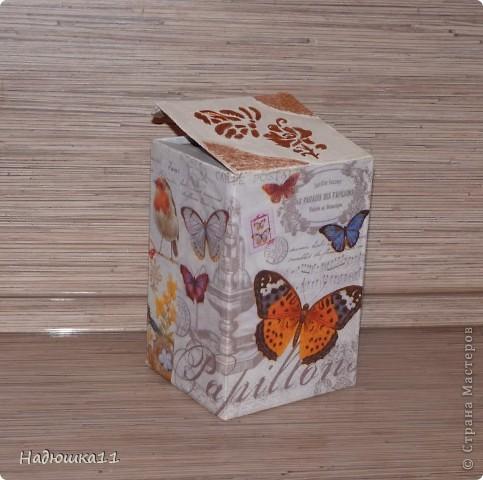 Очередная коробочка под всякие мелочи, нитки, например. Очень понравились салфетки в интернете, а в продаже их нет.... Пришлось сделать распечатку на фотобумаге фото 1