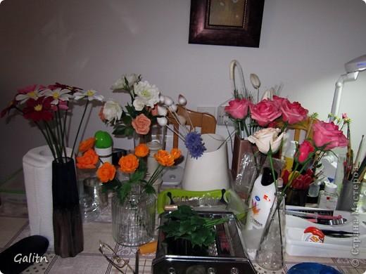 Привет всем!!!!! Вот между *розовыми* заказами слепились вот такие космеи, * цветы детства*. Никакой композиции не делала, просто сложила в корзинку, добавив разноцветья, которое было слеплено раньше. фото 6