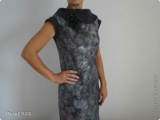Валяное платье.Двустороннее.Шерсть меринос.Украшено вискозой.Брошь в комплекте. фото 4