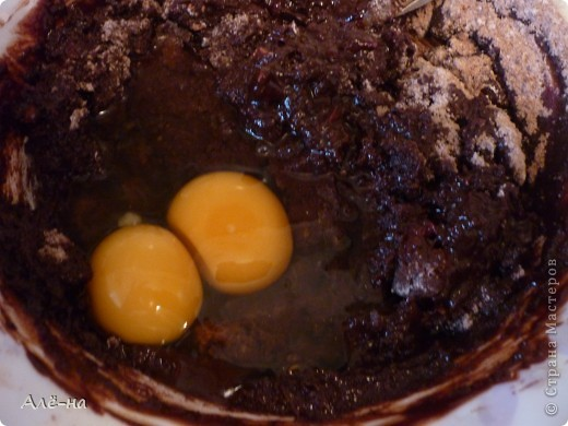 Брауни- известный американский десерт. Точнее это плоский и плотный торт- кекс с неповторимым ароматом шоколада. Рецептов этого чудо -лакомства много.Я готовила по рецепту любимого мною Джейми Оливера. фото 7