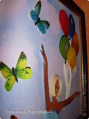 """Здравствуйте, дорогие жители СМ! Кто из нас (хотя бы во сне) не мечтал полетать, посмотреть свысока на земную красоту, ощутить себя лёгким, невесомым и """"крылатым""""? Именно с этими мыслями я  и создавала своих танцовщиц))) Этой работой заканчиваю серию летних красоток, а в планах уже зреют осенние. Низ картины, бабочки и шарики - декупаж. Фон неба сделан по МК Виты http://stranamasterov.ru/node/394356 ) фото 7"""