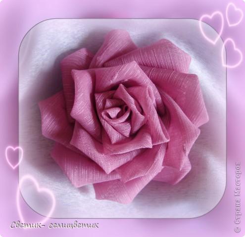 Милые девушки и... девочки! Я продолжаю учиться мастерить розы в технике Цумами Канзаши. Мой первый опыт здесь: http://stranamasterov.ru/node/381384 . Учусь я по МК Полыни: http://stranamasterov.ru/node/269709?c=favorite . фото 2
