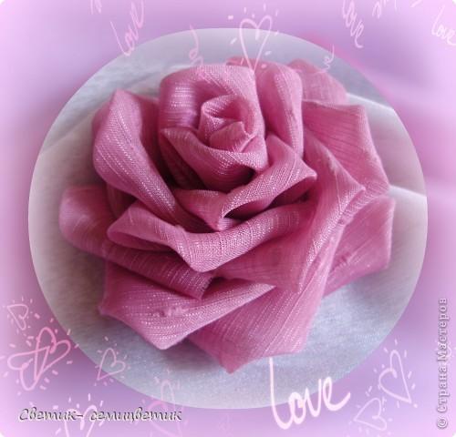 Милые девушки и... девочки! Я продолжаю учиться мастерить розы в технике Цумами Канзаши. Мой первый опыт здесь: http://stranamasterov.ru/node/381384 . Учусь я по МК Полыни: http://stranamasterov.ru/node/269709?c=favorite . фото 1