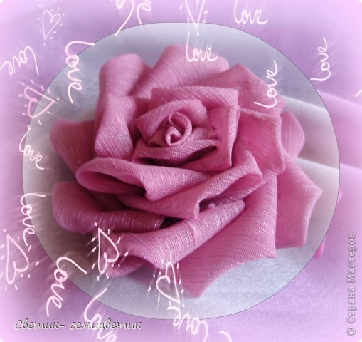 Милые девушки и... девочки! Я продолжаю учиться мастерить розы в технике Цумами Канзаши. Мой первый опыт здесь: http://stranamasterov.ru/node/381384 . Учусь я по МК Полыни: http://stranamasterov.ru/node/269709?c=favorite . фото 3