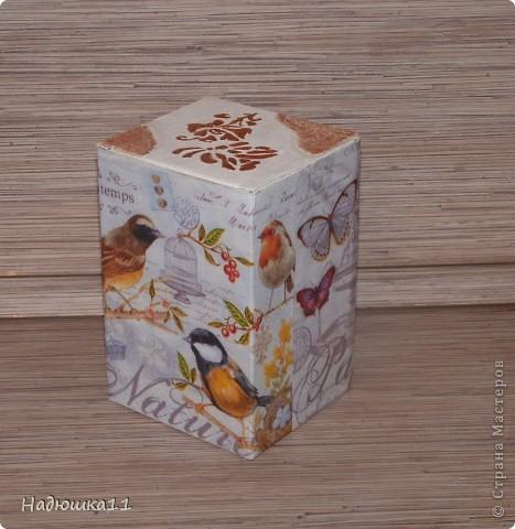 Очередная коробочка под всякие мелочи, нитки, например. Очень понравились салфетки в интернете, а в продаже их нет.... Пришлось сделать распечатку на фотобумаге фото 2