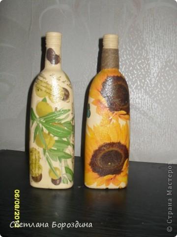 """Приезжает подруга из России и конечно же мне захотелось сделать ей на память небольшой подарок, вот так и родились эти бутылочки для оливкового и подсолнечного масла! Теперь они уедут за границу!!! Я понимаю, что это вывоз """"произведений искусства"""" из страны... Хоть бы декларировать не пришлось!!! ХА-ХА-ХА!!!  фото 2"""