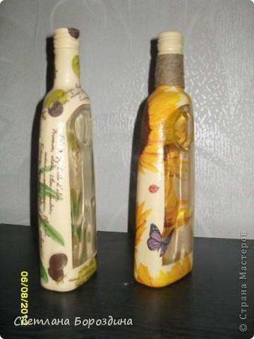 """Приезжает подруга из России и конечно же мне захотелось сделать ей на память небольшой подарок, вот так и родились эти бутылочки для оливкового и подсолнечного масла! Теперь они уедут за границу!!! Я понимаю, что это вывоз """"произведений искусства"""" из страны... Хоть бы декларировать не пришлось!!! ХА-ХА-ХА!!!  фото 4"""