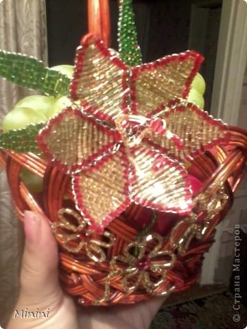 """Вот сидела я и думала: """"Куда бы примостить очередной цветочек""""? А тут Яблочный Спас подоспел, решила сыну красивую корзиночку состряпать, чтоб не как у всех было))) Вот результат моих изысков))) фото 1"""