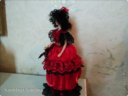 Вот и моя Кармэн. Очень хотелось сделать такую куколку, вот только блондинка для этой роли не подходила.(а все куклы мне попадались блондинки). Пришлось самой делать волосы. Но об этом чуть позже. фото 5