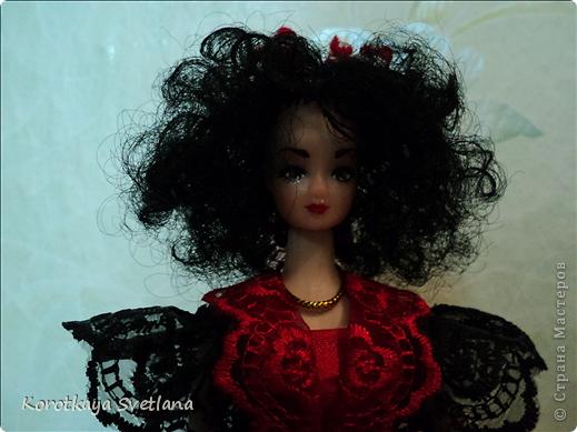 Вот и моя Кармэн. Очень хотелось сделать такую куколку, вот только блондинка для этой роли не подходила.(а все куклы мне попадались блондинки). Пришлось самой делать волосы. Но об этом чуть позже. фото 11