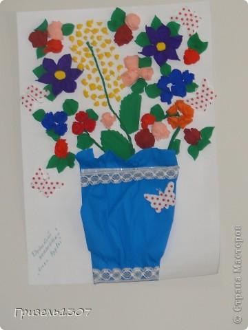 Делали вместе  с детками на 8 марта руководству. я делала розы, детки мяли бумагу, клеили мимозу