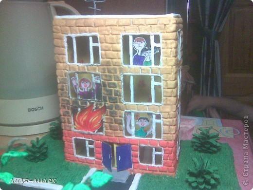 Домик сделан из коробки, а сверху оформление из соленого теста. фото 8