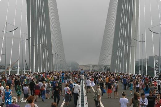 УРА! Во Владивостоке открыли мост через Золотой Рог. На выходные (11 и 12 августа) его открыли только для пешеходов, а с понедельника по нему уже пустили автомобили. фото 12