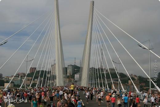 УРА! Во Владивостоке открыли мост через Золотой Рог. На выходные (11 и 12 августа) его открыли только для пешеходов, а с понедельника по нему уже пустили автомобили. фото 13