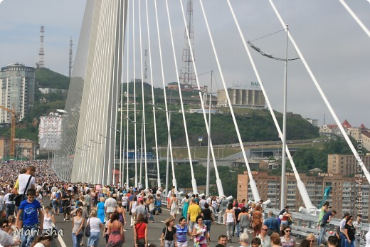 УРА! Во Владивостоке открыли мост через Золотой Рог. На выходные (11 и 12 августа) его открыли только для пешеходов, а с понедельника по нему уже пустили автомобили. фото 7