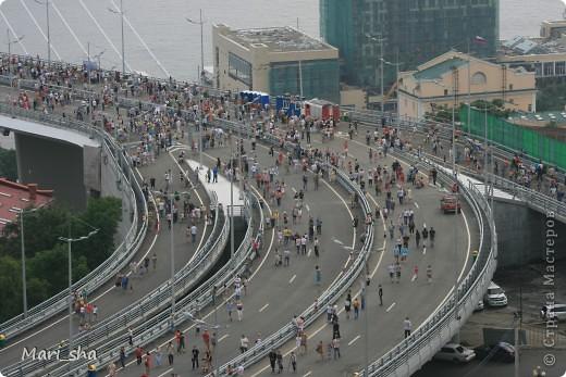 УРА! Во Владивостоке открыли мост через Золотой Рог. На выходные (11 и 12 августа) его открыли только для пешеходов, а с понедельника по нему уже пустили автомобили. фото 14
