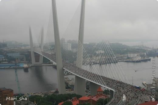 УРА! Во Владивостоке открыли мост через Золотой Рог. На выходные (11 и 12 августа) его открыли только для пешеходов, а с понедельника по нему уже пустили автомобили. фото 1