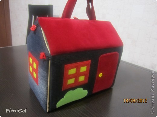 """Моё воплощение идеи с сайта http://hobby-live.ru/Content/handmade/det-podelki/domik-sumka.html. Задуман для ролевых игр по мотивам сказок  """"Маши и медведь"""", """"Красная шапочка"""". фото 1"""